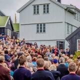 Karin Kjølbro og Høgni Lisberg við á Doktaragrund